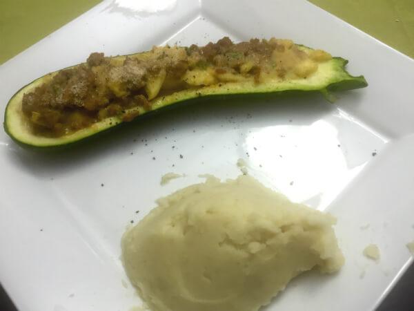 Cukinia faszerowana mięsem mielonym